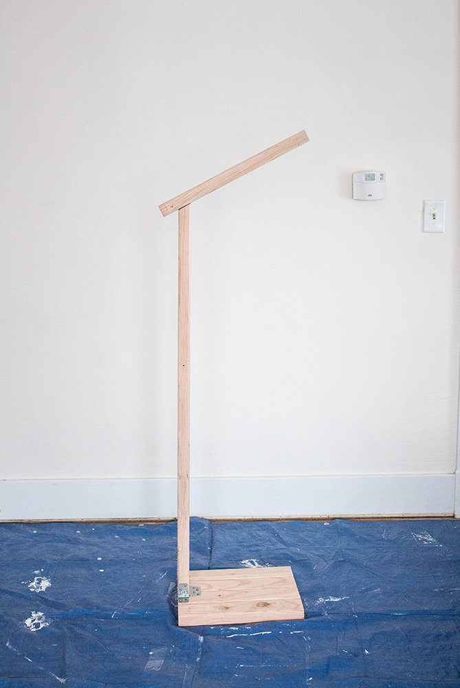 Need some quick budget lighting? This DIY floor lamp is easy to make and can be done in under $30! #DIYFurniture #DIYLighting