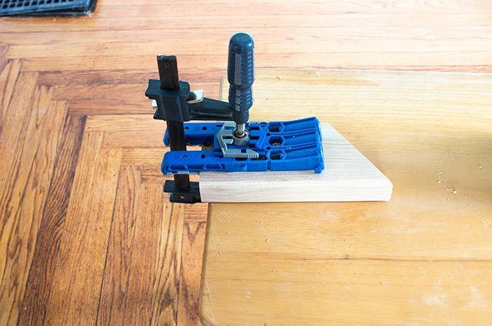 Learn how to use the Kreg Jig 320! It's brand new, and has a whole host of features to help you build awesome DIY furniture projects! #Kreg #diyprojects