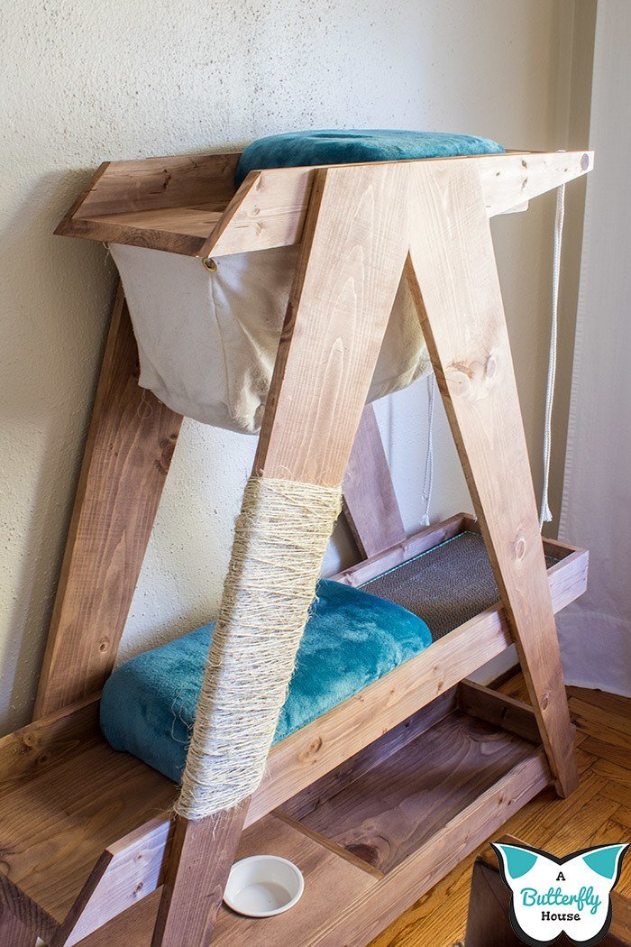 Love your cat? Make them a DIY Cat Hammock! An easy sewing project perfect for beginners! #Sewing #Cats