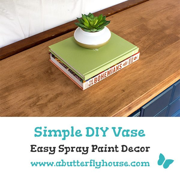 This spray painted vase is an easy 10 minute project. It's the perfect planter for your home! #planters #craft
