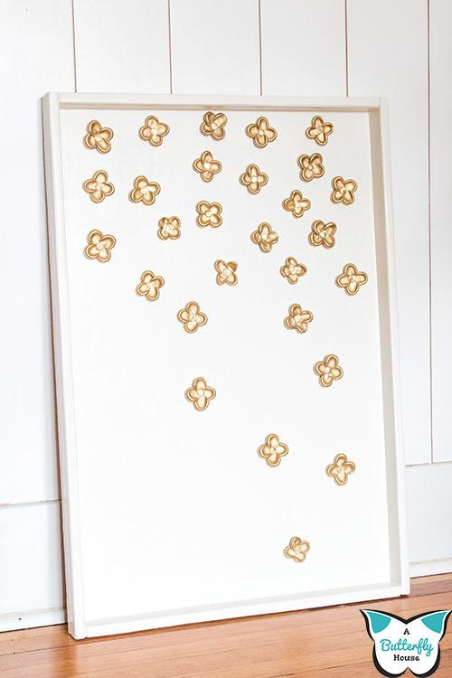 This DIY Flower Artwork is easy to make and the perfect DIY Decor for your home! #DIYDecor #DIYProject