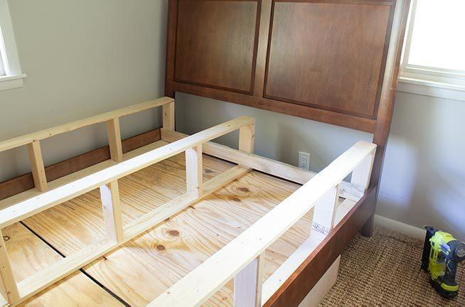 Save money and build your own box spring with these free printable plans! Photo and video tutorial walks you through how to quickly and easily build a box spring. Great woodworking project! #woodworking #woodworkingplans
