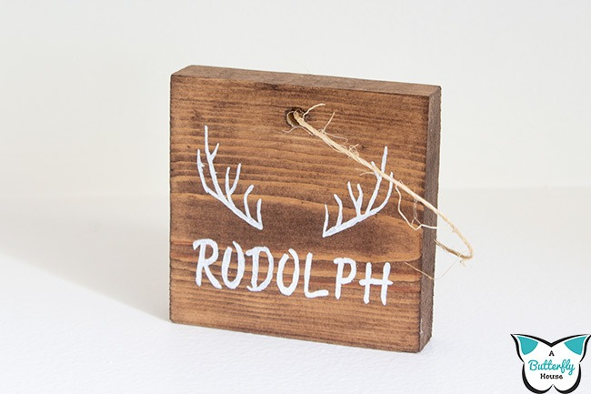 Learn how to make wood signs without a cricut with these easy DIY Rustic Ornaments. The perfect addition to your Christmas tree, these diy ornaments are easy to make and are the perfect way to use up scrap wood!.